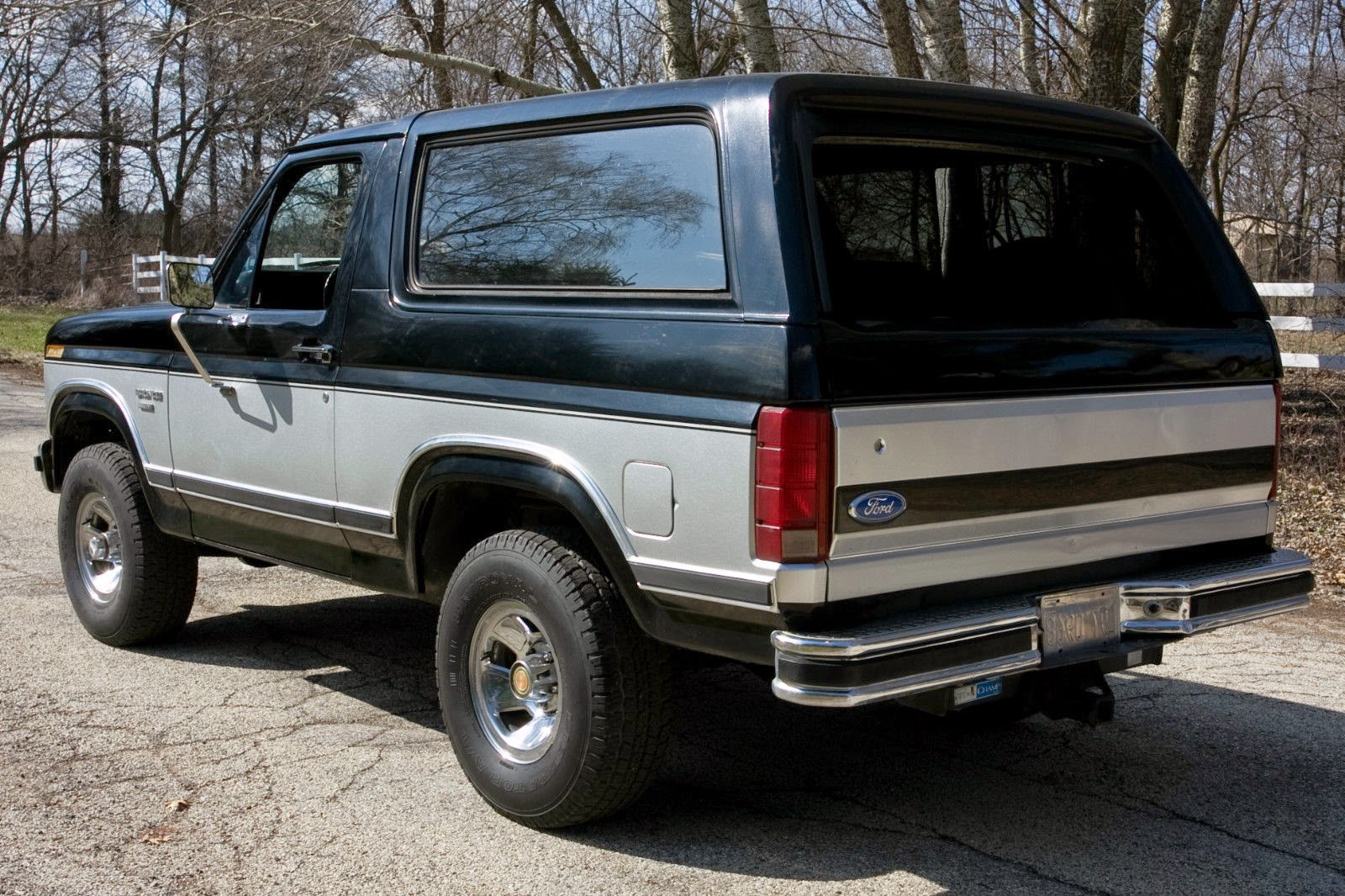 all american classic cars  1983 ford bronco xlt 4x4 2