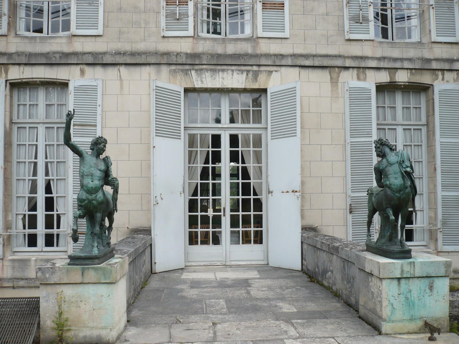 La nature en ville chateau de la malmaison for Une porte fenetre