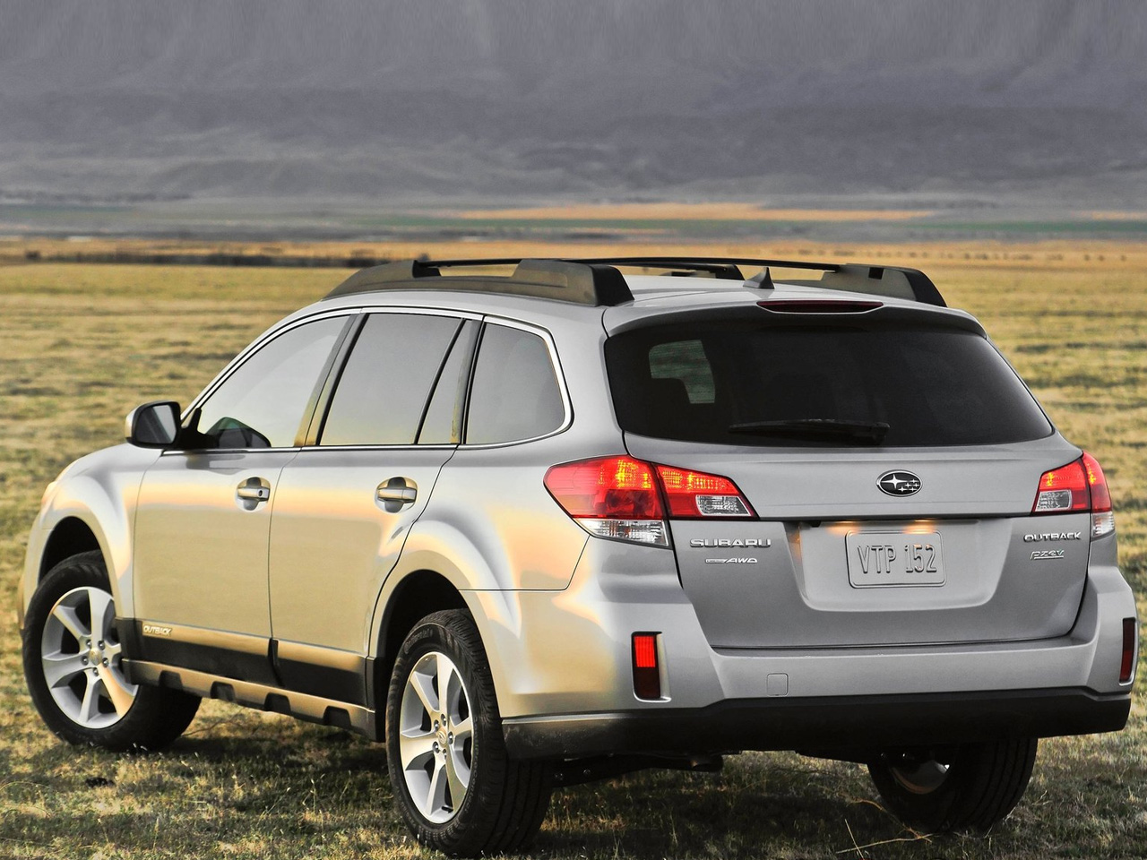 2013 Subaru Outback Review and Pictures