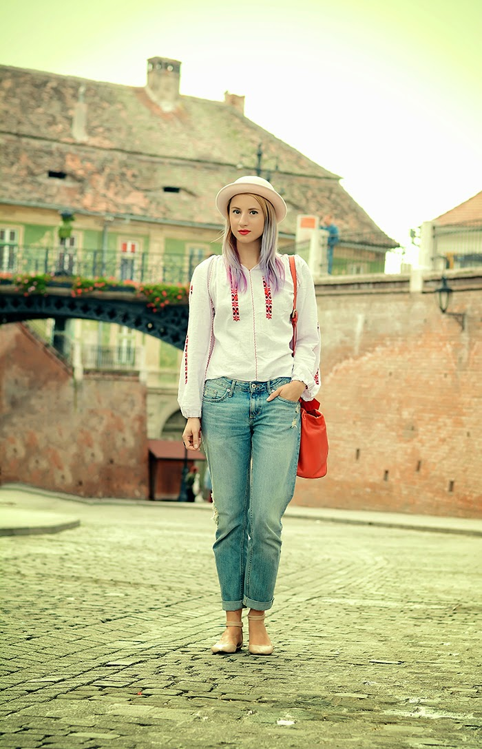 ie romanian blouse H&M boyfriend jeans feeric fashion days