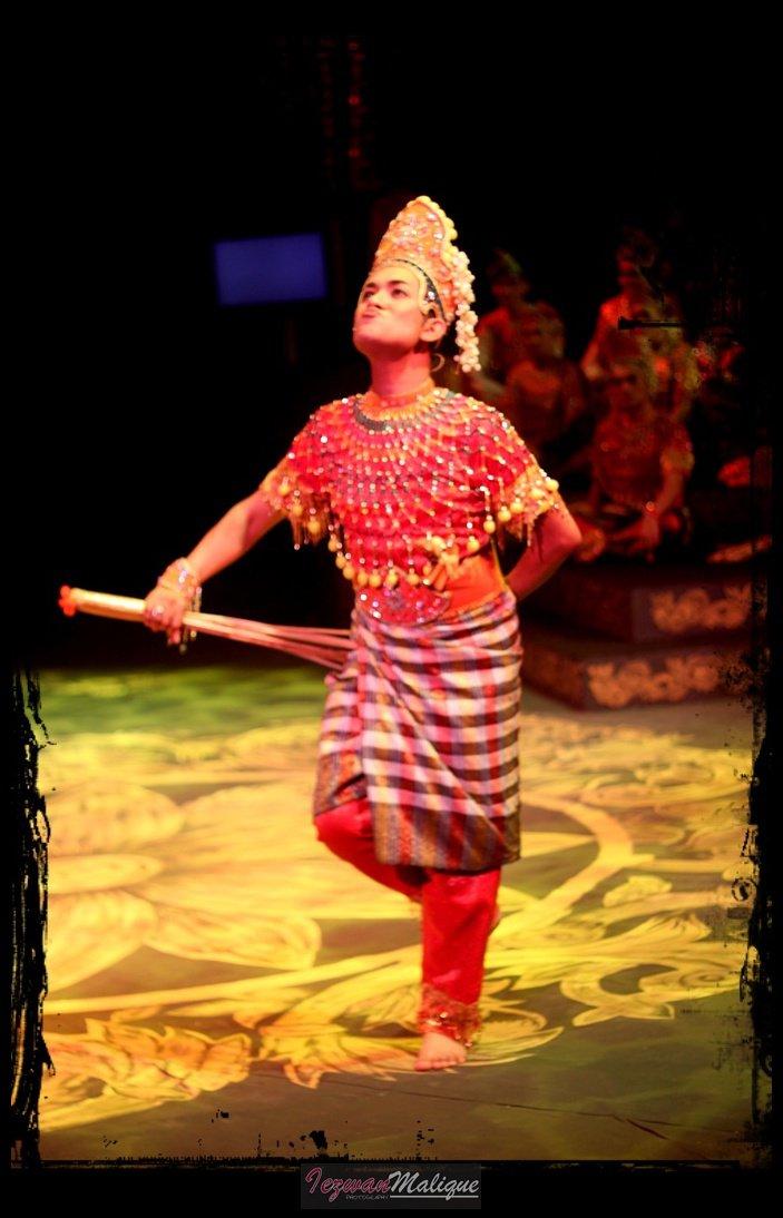 "IezwanMalique's Life In Random: Teater Mak Yong ""Dewa"