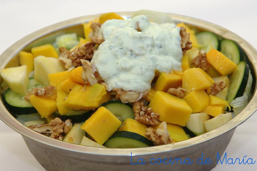 Ensalada de mango con salsa de yogur