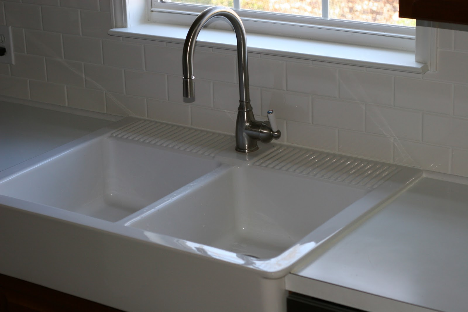 what makes me happy new kitchen sink and backsplash