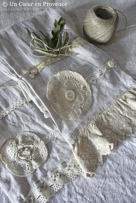 Linen scarves, lace and buttons, creations Un Cœur en Provence