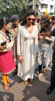 Actress Deepika Padukone Pictures at Siddhivinayak Temple visit in Mumbai 0003.jpg