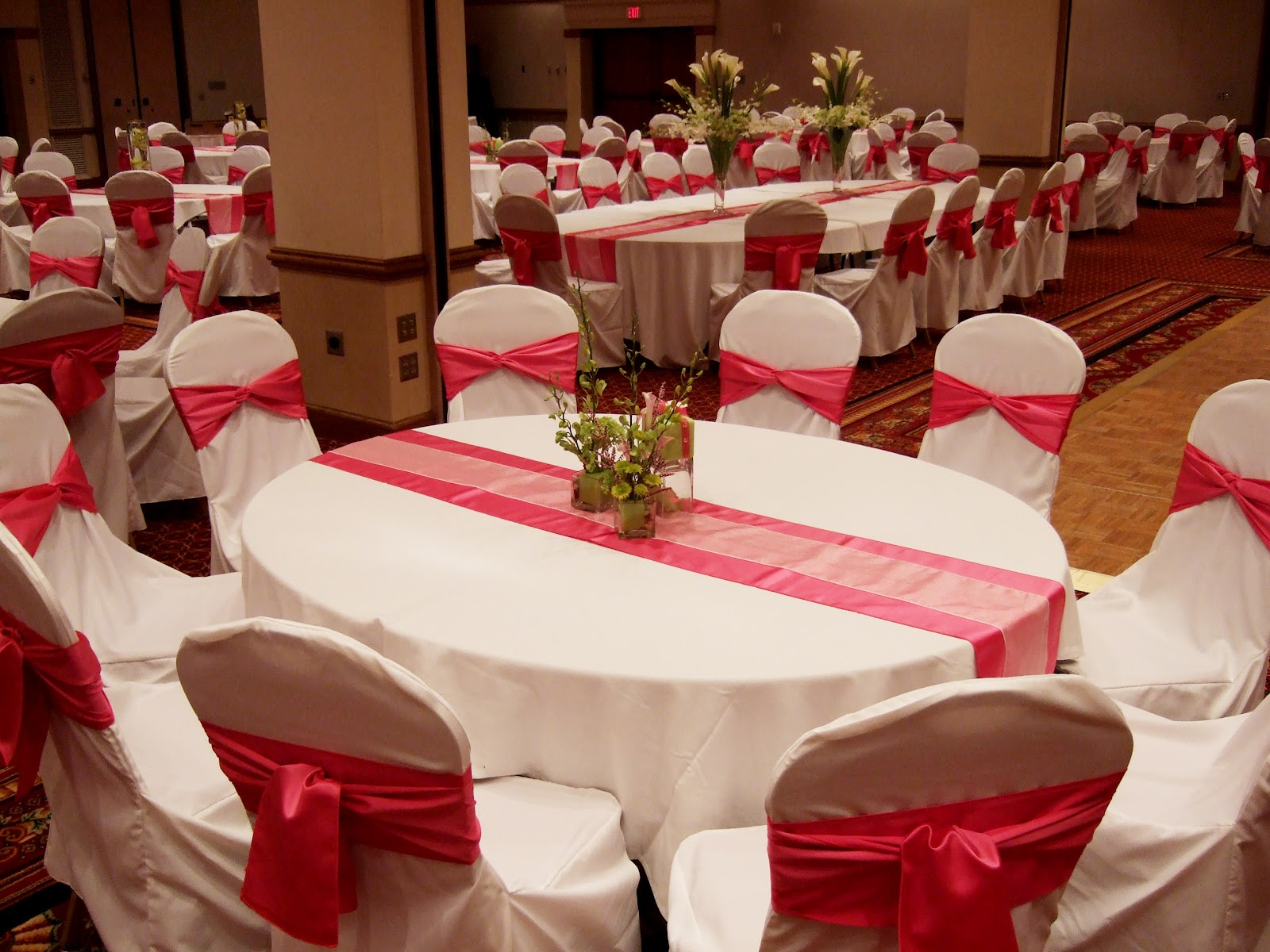 Planning tip choose multiple centerpiece heights elite events this black and silver grand manse wedding reception had 45 tables and 4 different centerpieces they used two short bouquets a medium lamp shade reviewsmspy