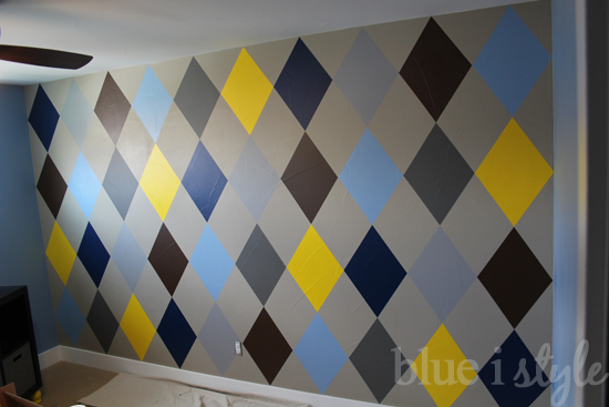 decorating with style} How to Paint an Argyle Wall with Almost No ...