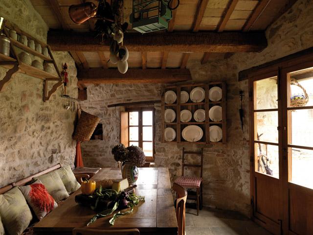 casa rural en italia comedor rustico