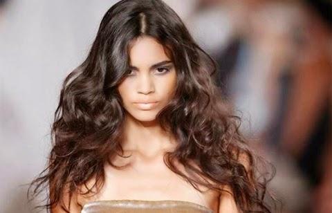 A modelo brasileira foi escalada para estrelar a campanha da linha Pink da Victoria's Secret