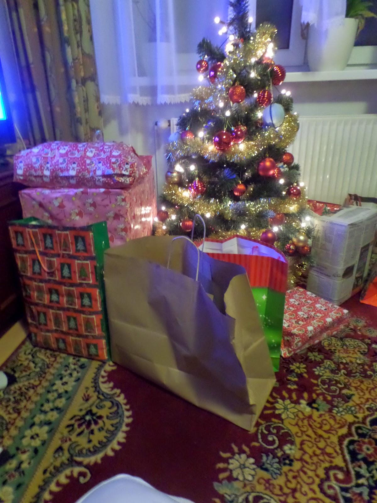 27. Był Mikołaj są prezenty ;-)