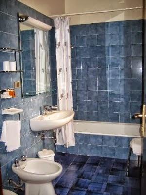 Dise os de ba os color azul colores en casa - Banos con azulejos azules ...