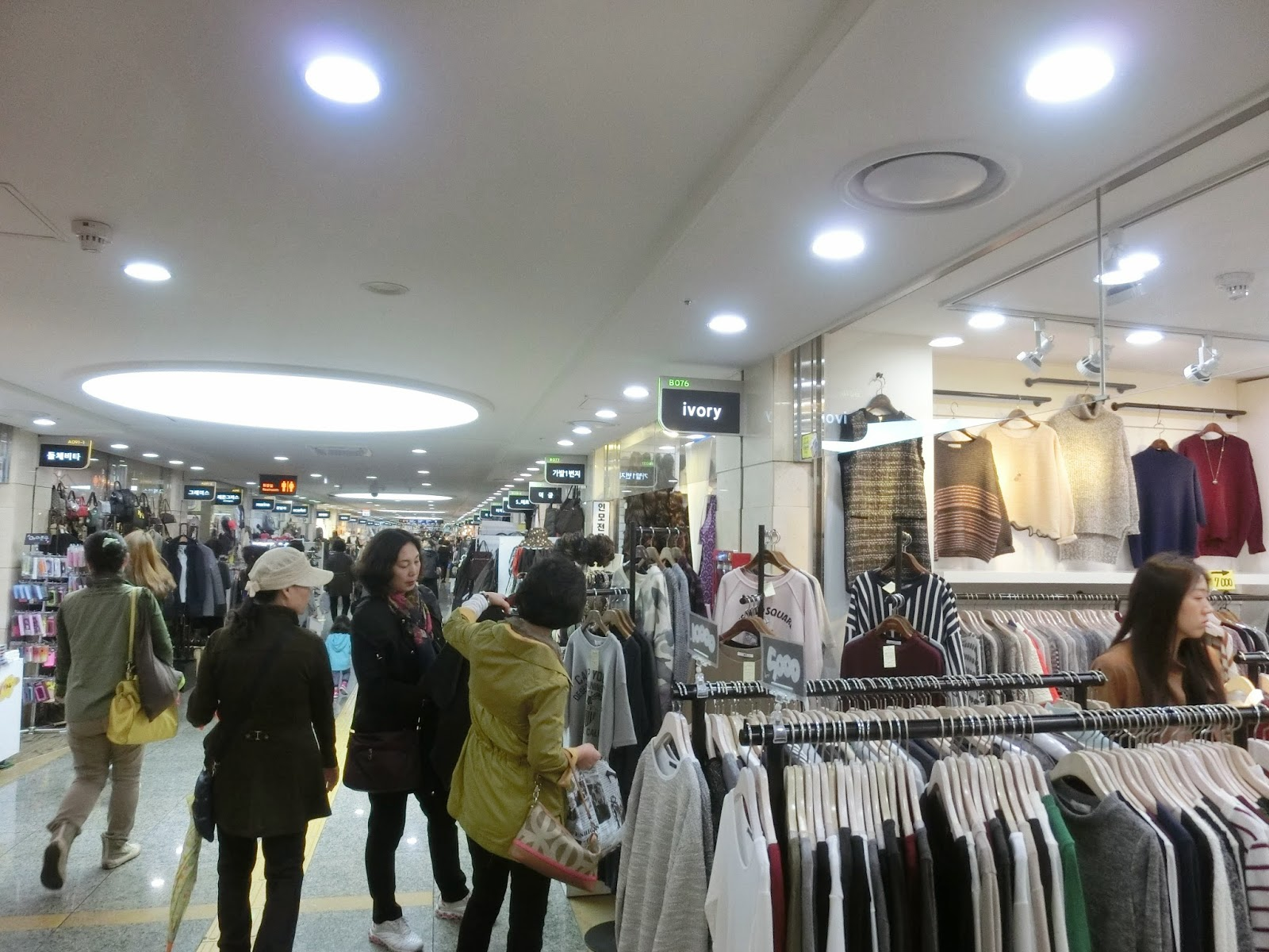 korea-seoul-express-bus-interchange-shopping2