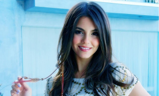 Victoria Justice HD Wallpaper