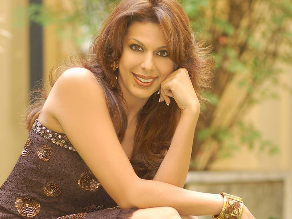 Pooja Bedi Net Worth