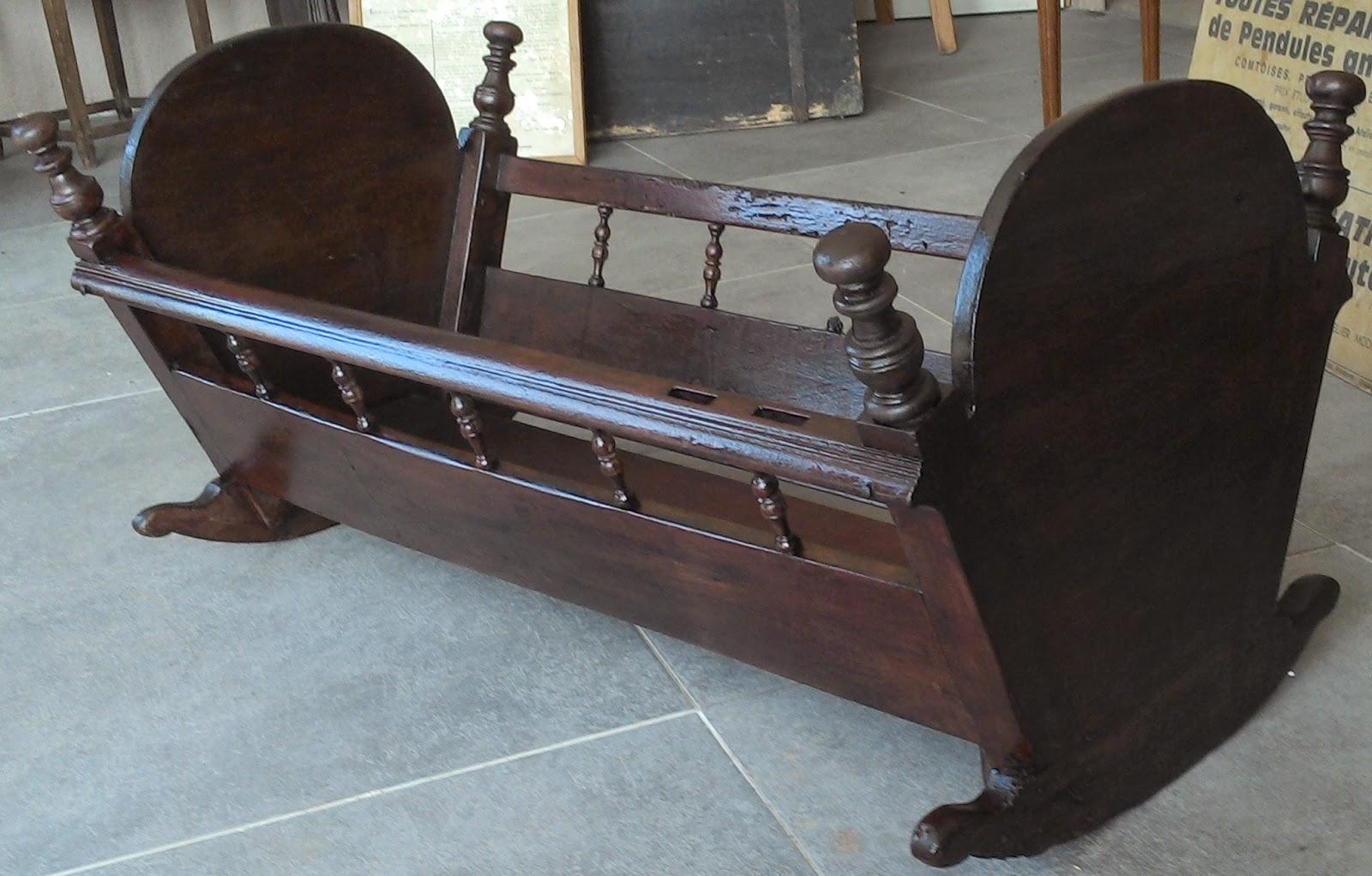 ancien lit d 39 enfant berceau en bois breton au fil du temps. Black Bedroom Furniture Sets. Home Design Ideas
