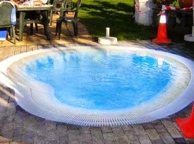 Piscinas lindas y modernas en fotos piscinas baratas for Piscinas rigidas baratas