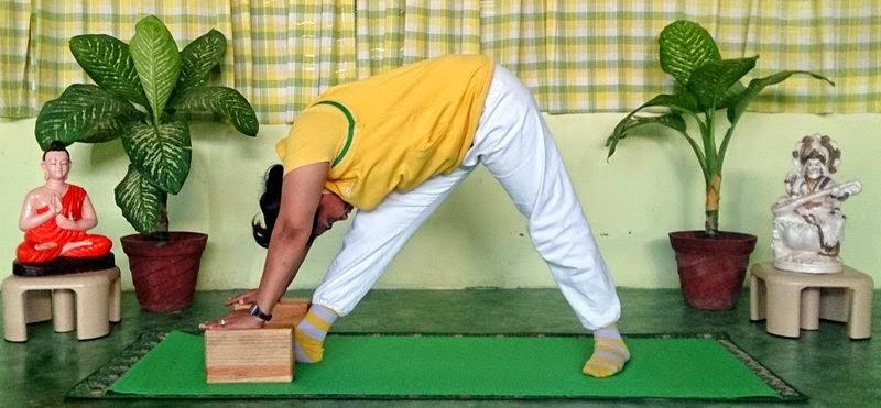 Parsva Uttanasana Yoga Asana Pose & Benefits