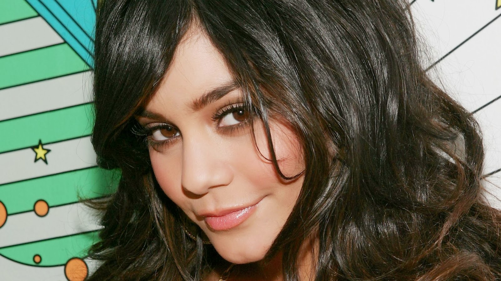Vanessa Hudgens HD Wallpapers Free Download