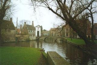Gran Canal de Brujas, en la antigüedad tuvieron que ser adaptados debido al comercio naval.