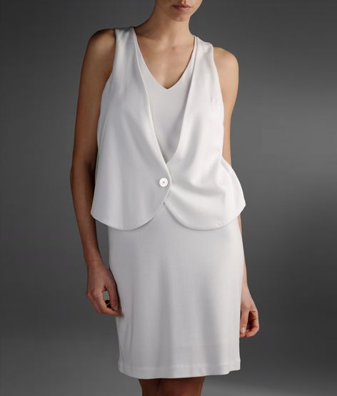 beyaz kısa düğmeli elbise