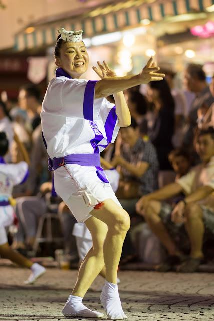 三鷹阿波踊り 三鷹赤とんぼ連の女性の男踊り