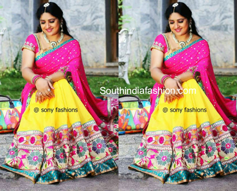 sana in sony reddy saree