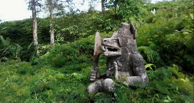 Patung-Lembu-Suro-gunung_kelud_di-Kediri-