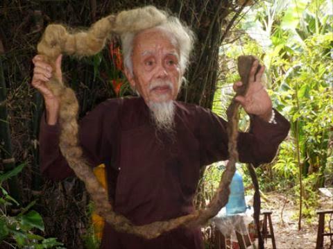 'Dị nhân' miền Tây, 70 năm không dám cắt tóc, gội đầu