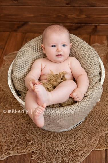 sesja zdjęciowa niemowlęcia, fotografia rodzinna, profesjonalne sesje zdjęciowe dzieci w poznaniu