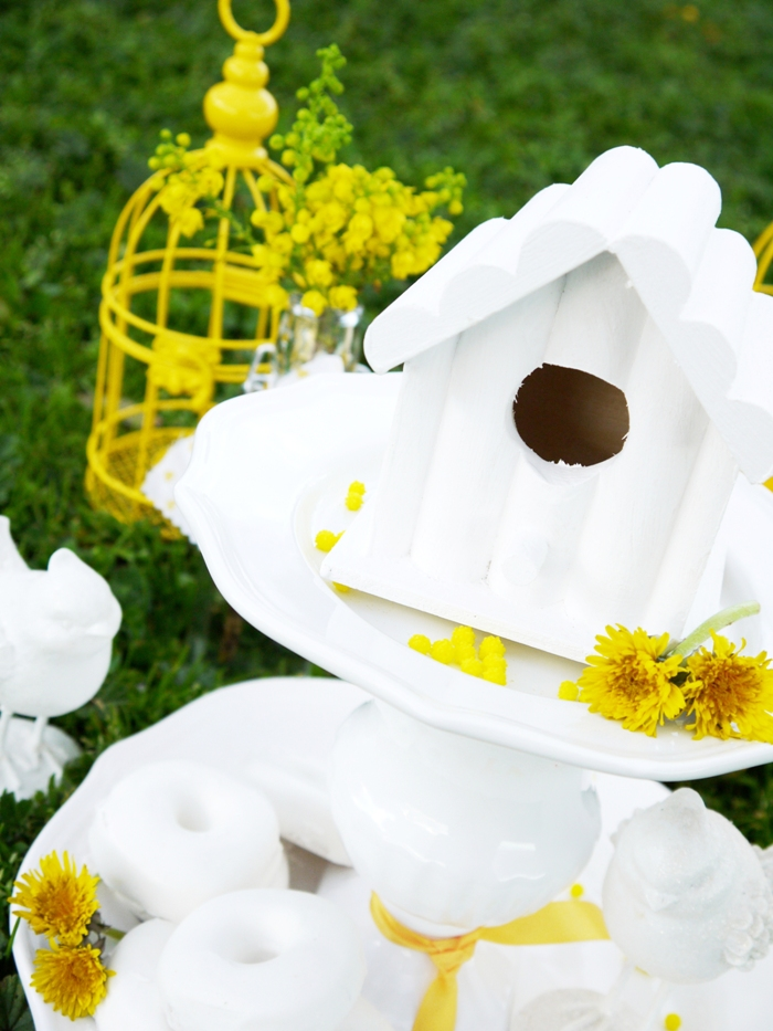 Easter in The Country: Daisy Inspired Spring Tablescape Ideas