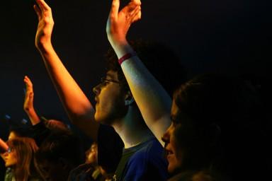 Dios y tú  fielmente conectados.Dios te ofrece vida abundante. Dios te ama. Mensaje cristiano para amigo. Buenos deseos cristianos para un hermano, amigo.  Dios y tu fielmente conectados. Comunión intima con Dios.