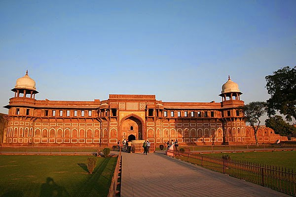 Red fort is the quila which bulit by shahjahan