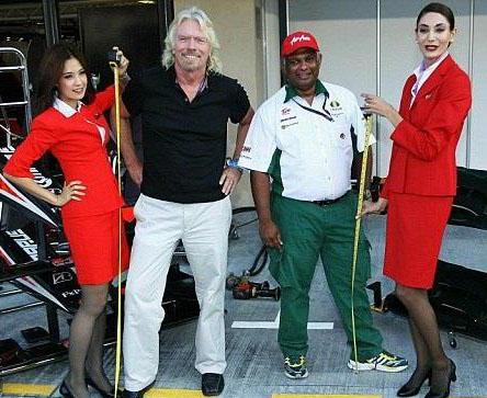 ملياردير بريطاني يتحول إلى مضيفة طيران