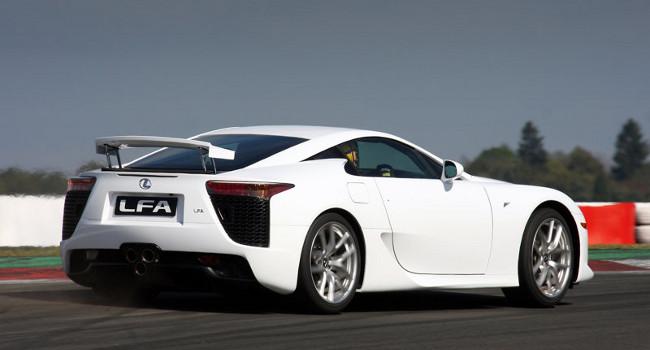http://1.bp.blogspot.com/-f0BODcqCRZE/TaxshjP8rlI/AAAAAAAAAYs/zmdeZBoOl0A/s1600/2011-Lexus-LFA-2.jpg