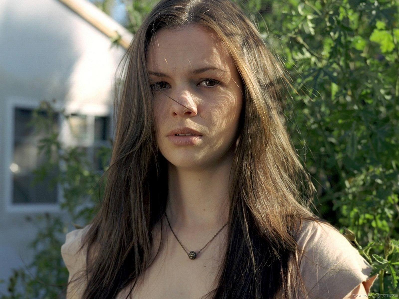 http://1.bp.blogspot.com/-f0OI9dFj5is/Tvx9rm_8loI/AAAAAAAABnk/QWR0DFKNZYI/s1600/hollywood_actress_amber_tamblyn_hq_wallpaper-1440x1280-05.jpg