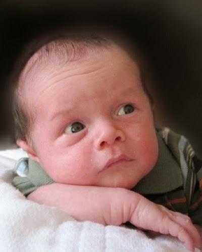 Photos mignons bébés a l'âge de 1 mois
