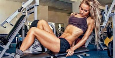 Músculos definidos, aumento de ejercicio con peso