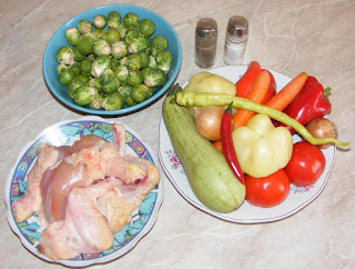 ingrediente pentru a prepara mancare din pui si varza de bruxelles si legume, retete culinare, retete cu pui, retete cu varza de bruxel,