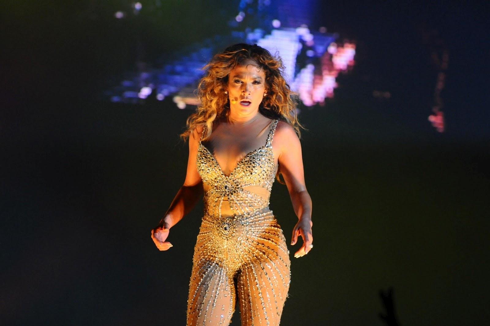 http://1.bp.blogspot.com/-f16WQ2SbvAU/T_M9N2H_6wI/AAAAAAAAJT0/1Gmd3-i8UGc/s1600/Jennifer+Lopez+Wet+-+Arte+Music+Festival+in+Brazil+10.jpg