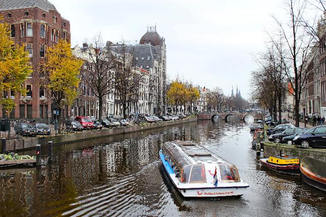 Passeio de barco pelos canais em Amsterdã