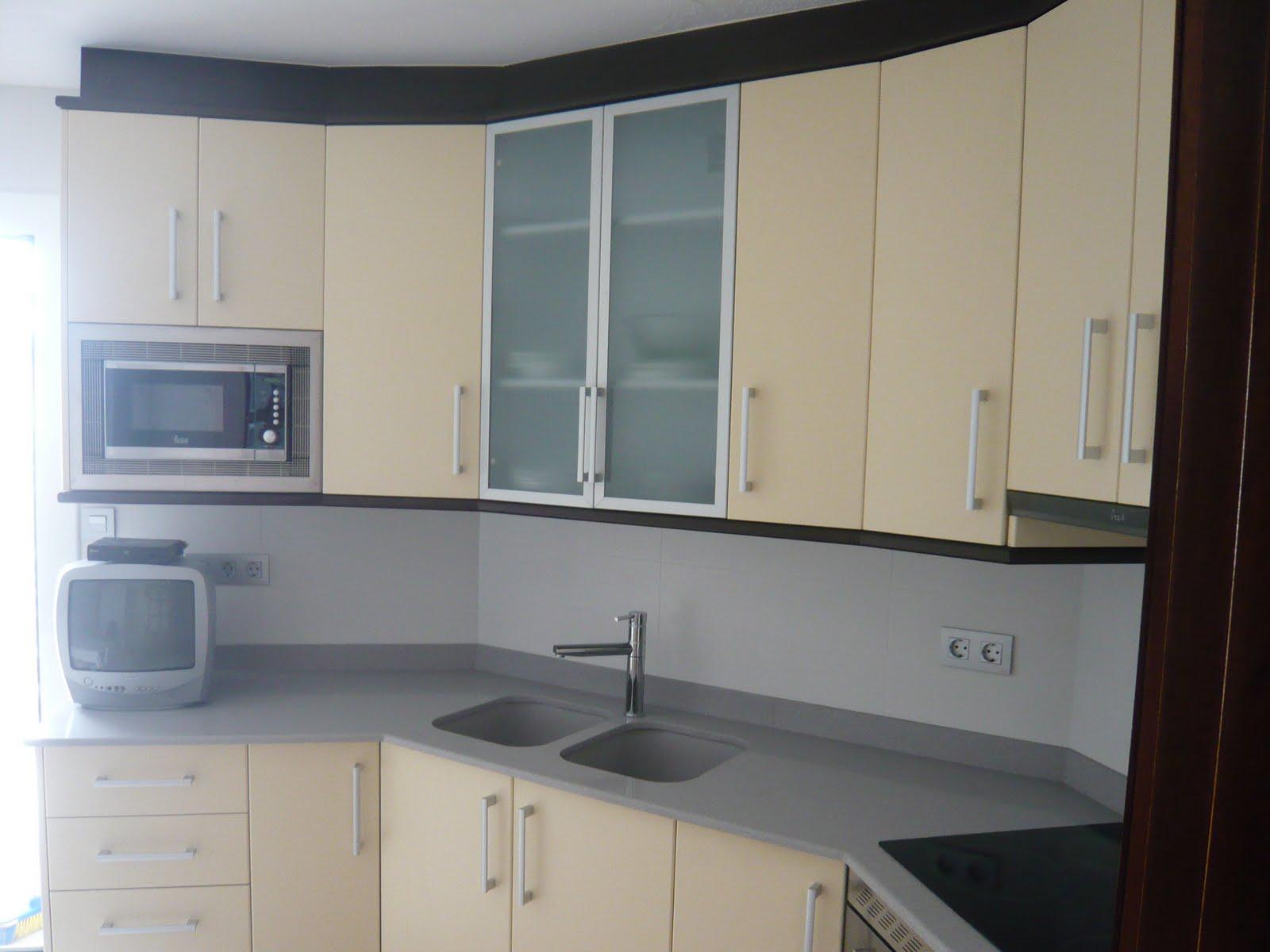 Reuscuina muebles de cocina adaptados a la forma de la cocina for Muebles de cocina la oportunidad