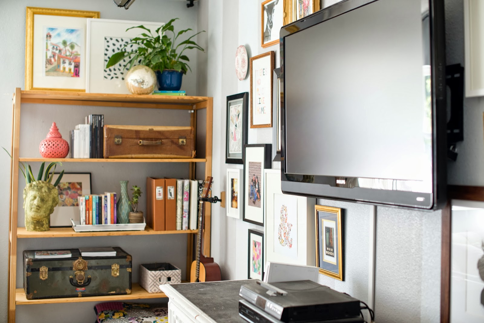Decorating With Wall Shelves