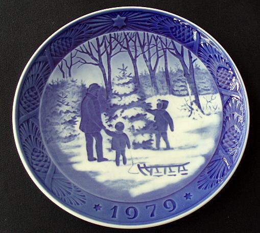 royal copenhagen choosing the christmas tree 1979 72nd plate in series - Royal Copenhagen Christmas Plates