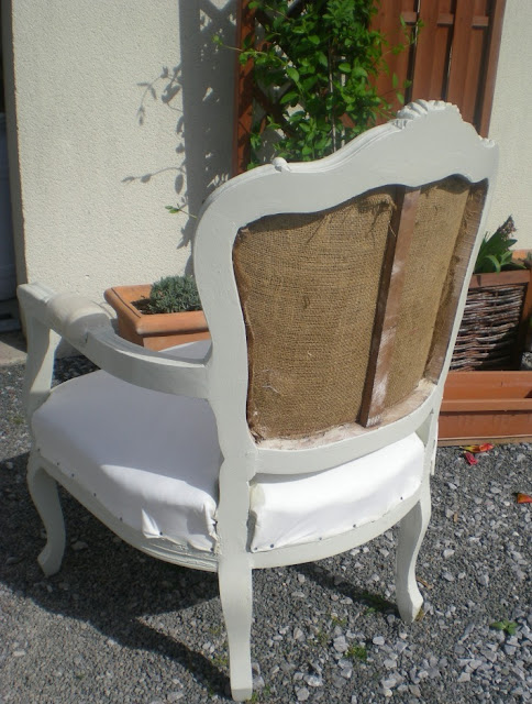 Les secrets de famille les coulisses d 39 une r novation de fauteuil louis xv for Peindre un vieux lit en bois
