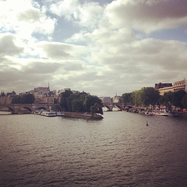 paris quais de seine ile de la cité view