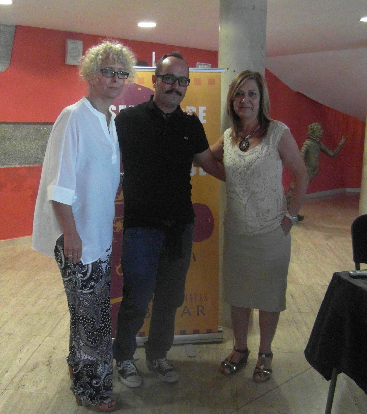 el cineasta junto al directora de la filmoteca y concejal de cultura del consistorio