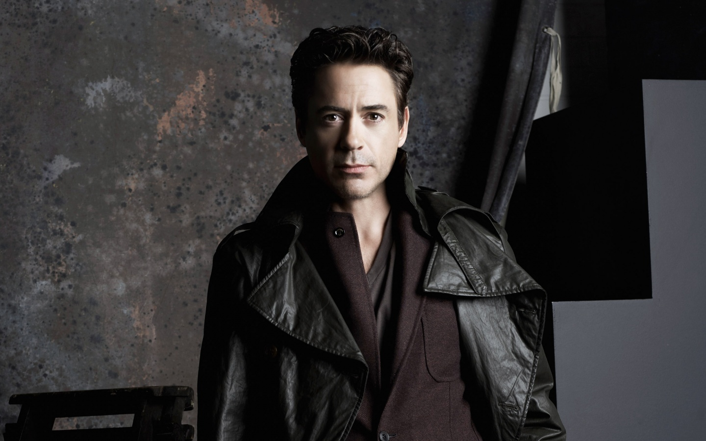 http://1.bp.blogspot.com/-f2JWz7mn9So/UBg4nfZgamI/AAAAAAAACjY/bHJ9-AkeGp8/s1600/Robert_Downey_Jr_Wallpaper+-=-+007.jpg
