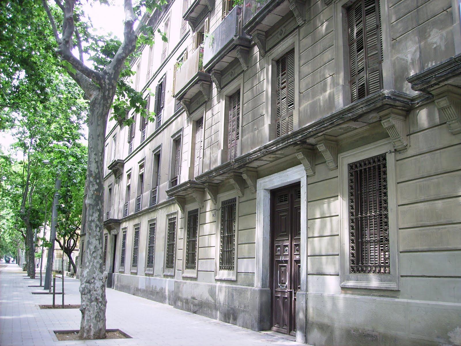 Creure en el dem antics habitatges militars carrer for Piso wellington barcelona