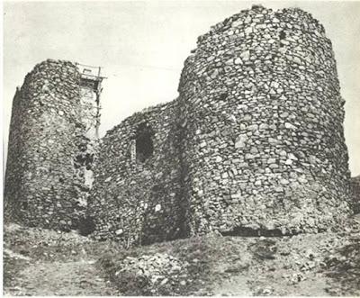 Dve bočne kule grada Žrnova koji je zauzimao kompleks od 3500m/2
