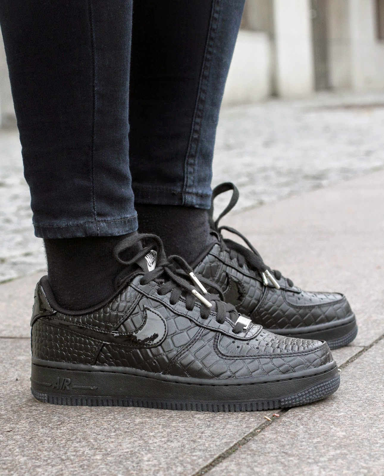 http://www.footish.se/sneakers/nike-wmns-air-force-107